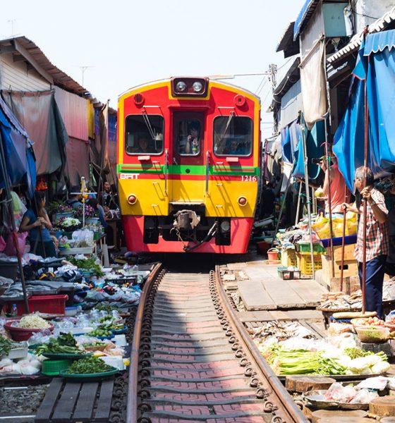 Unikátne trhovisko, cez ktoré prechádza vlak